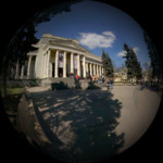 У входа в Пушкинский музей